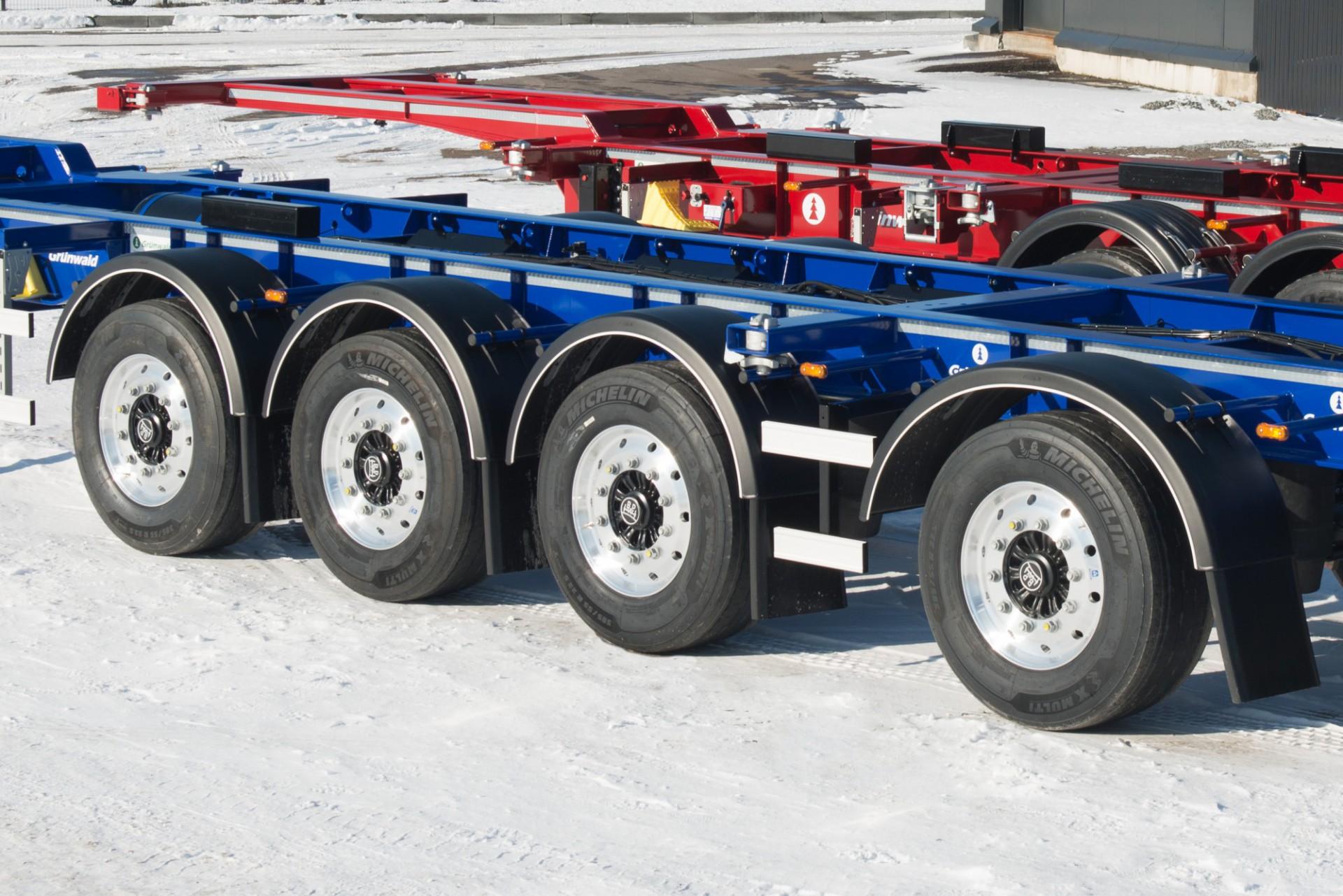 Низкорамный полуприцеп-контейнеровоз с разнесенными осями облегченный
